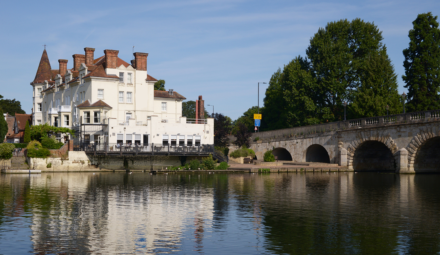 COMMERCIAL PROPERTY MAIDENHEAD: area guide to the transports, rent and locations