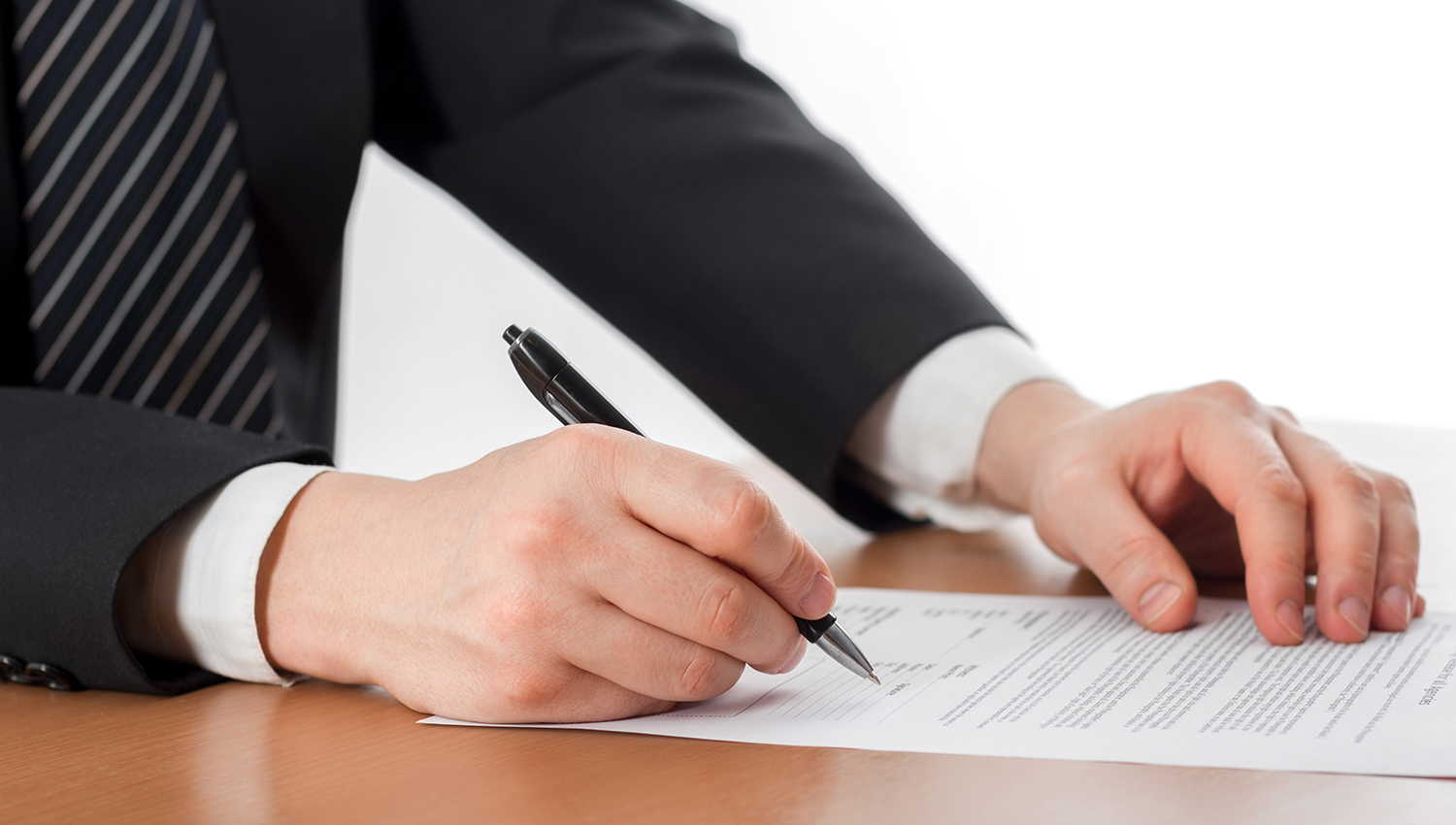 Pros and Cons of Having a Professional Negotiating your Lease Agreement
